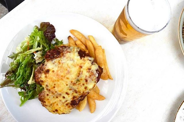 Enjoy a deliciously crumbed chicken parma with house made chips, salad and pint for only $15 // Tuesday nights at The Grange Hotel #grangehotel #grange #beach #mealdeal #parma #parmi #pint #salad #summer #delicious #food