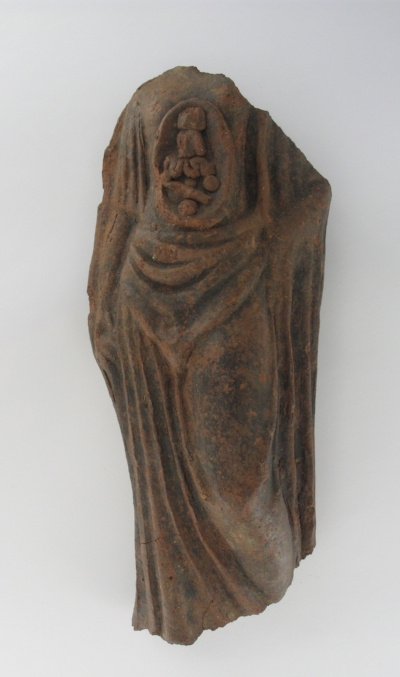 Fig. 1. Terracotta figurine from Nemi, fourth– second centuries BCE, front view. Photograph courtesy of Nottingham City Museums and Gal- leries.