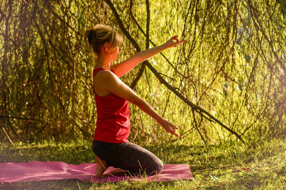 yoga-2662239_960_720.jpg