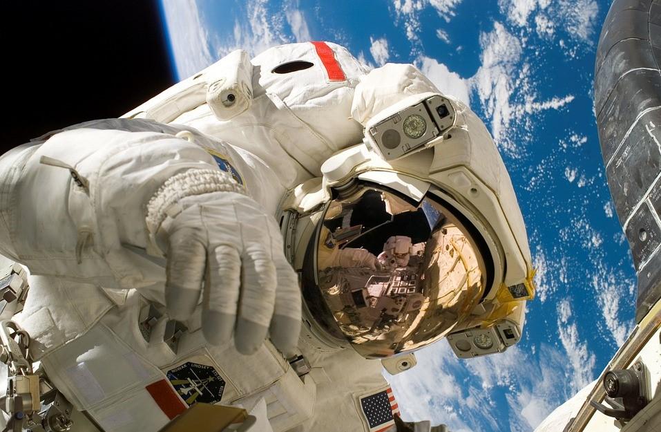 astronaut-11080_960_720.jpg