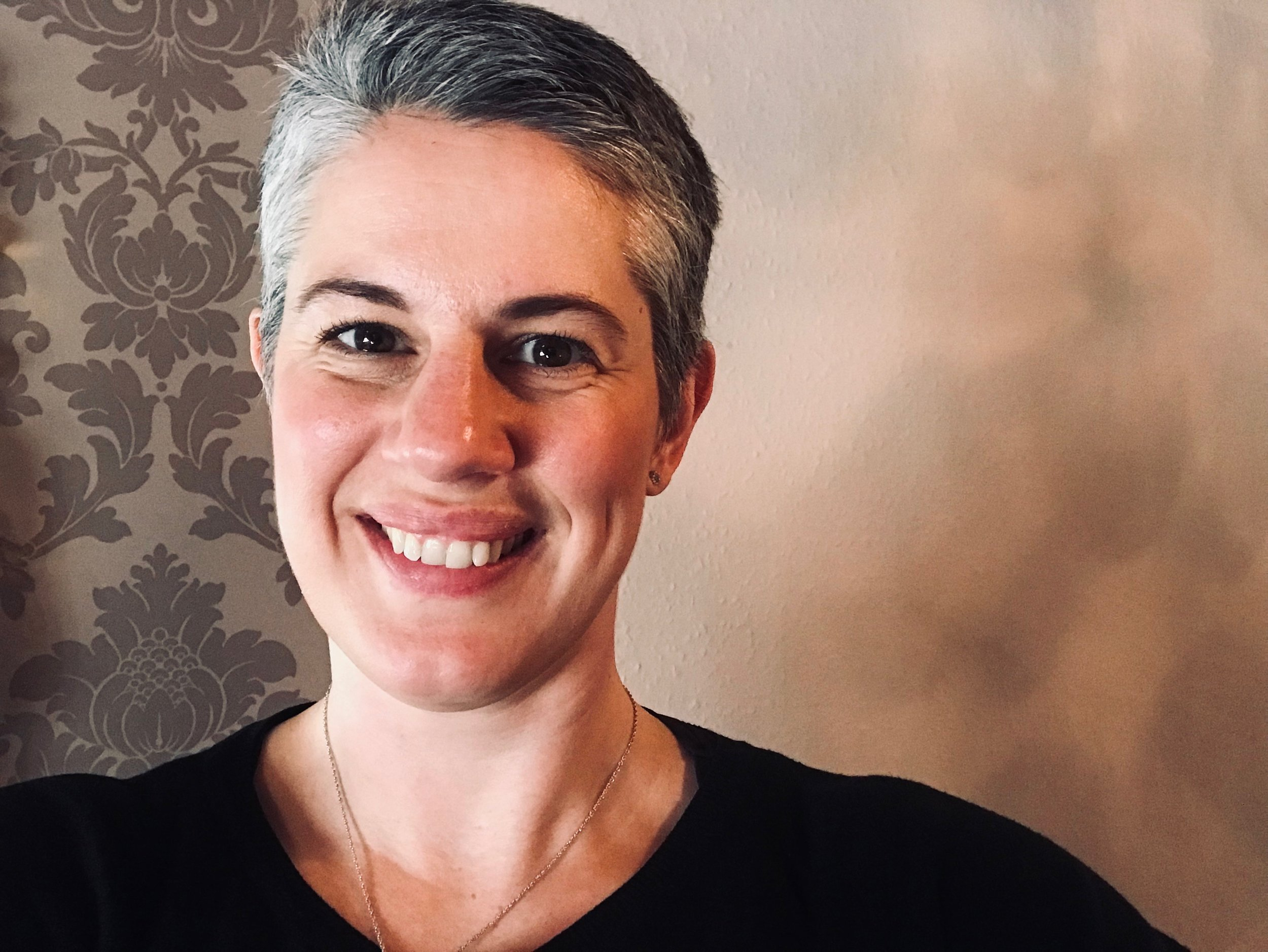 Rebecca Louise Kelly, Transformation Coach and Touch-Talk Therapy expert