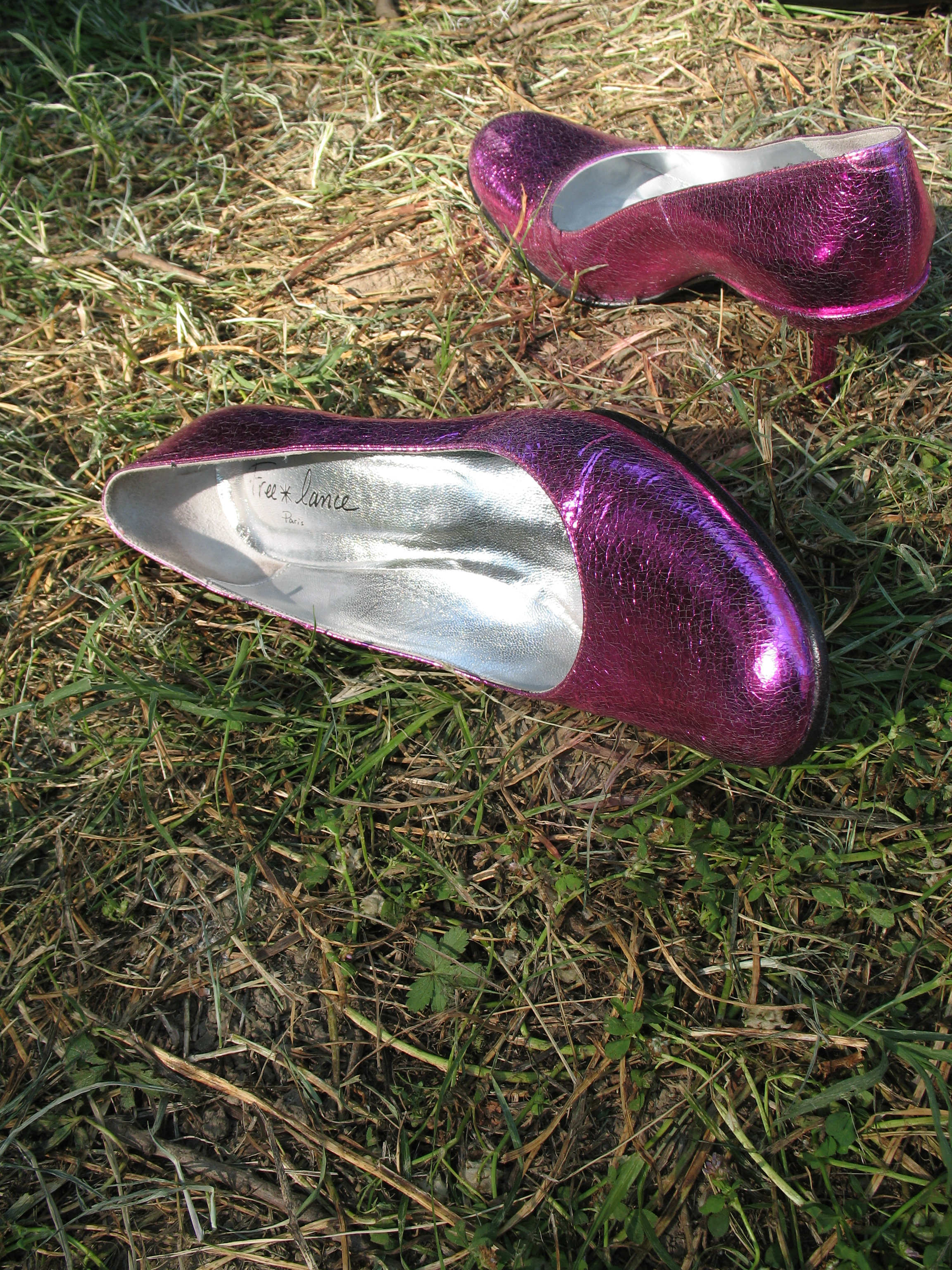 """""""And then I watched as their feet grew tired when the night went on and those same heels ended up in their hands or at the tables by their purses."""" (Photo:  Tangi Bertin ,  Creative Commons license .)"""