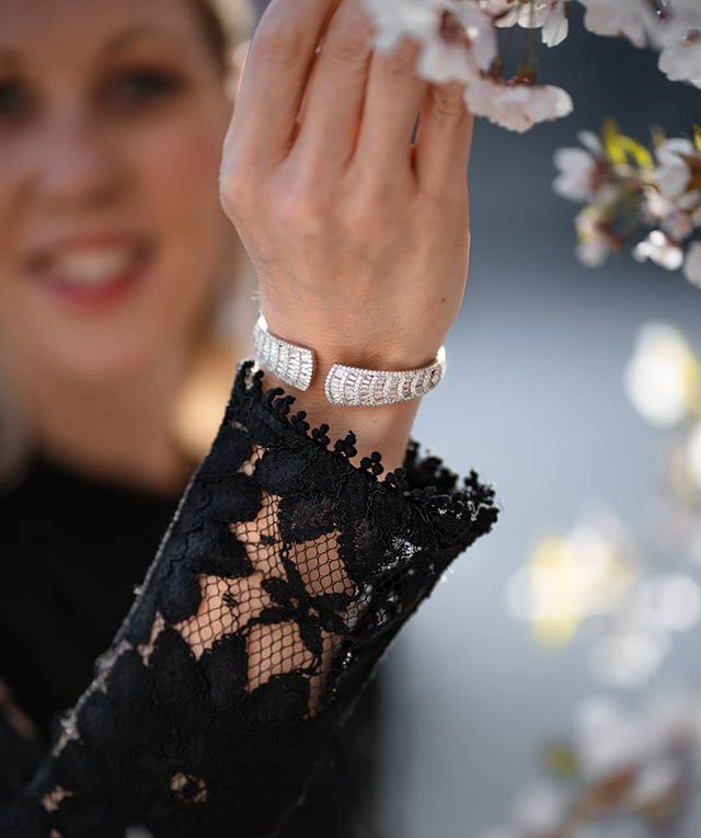 Par ce que chez Glamdust on aime les choses qui brillent 😄 . Robe par: @apretersuisse . . . . . . #geneve #genève #geneva #igersgeneva #igersgeneve #lacleman #genevatourism #genevaphotography #genevafoodies #genevaairport #fashionweek #fashionweekparis #luxembourg #igersparis #fashionista  #passionforfashion #fashionphotoshoot #autumnfashion #fashionblogging #fashionbloger #fashionistastyle #springcolors #readyforspringbreak
