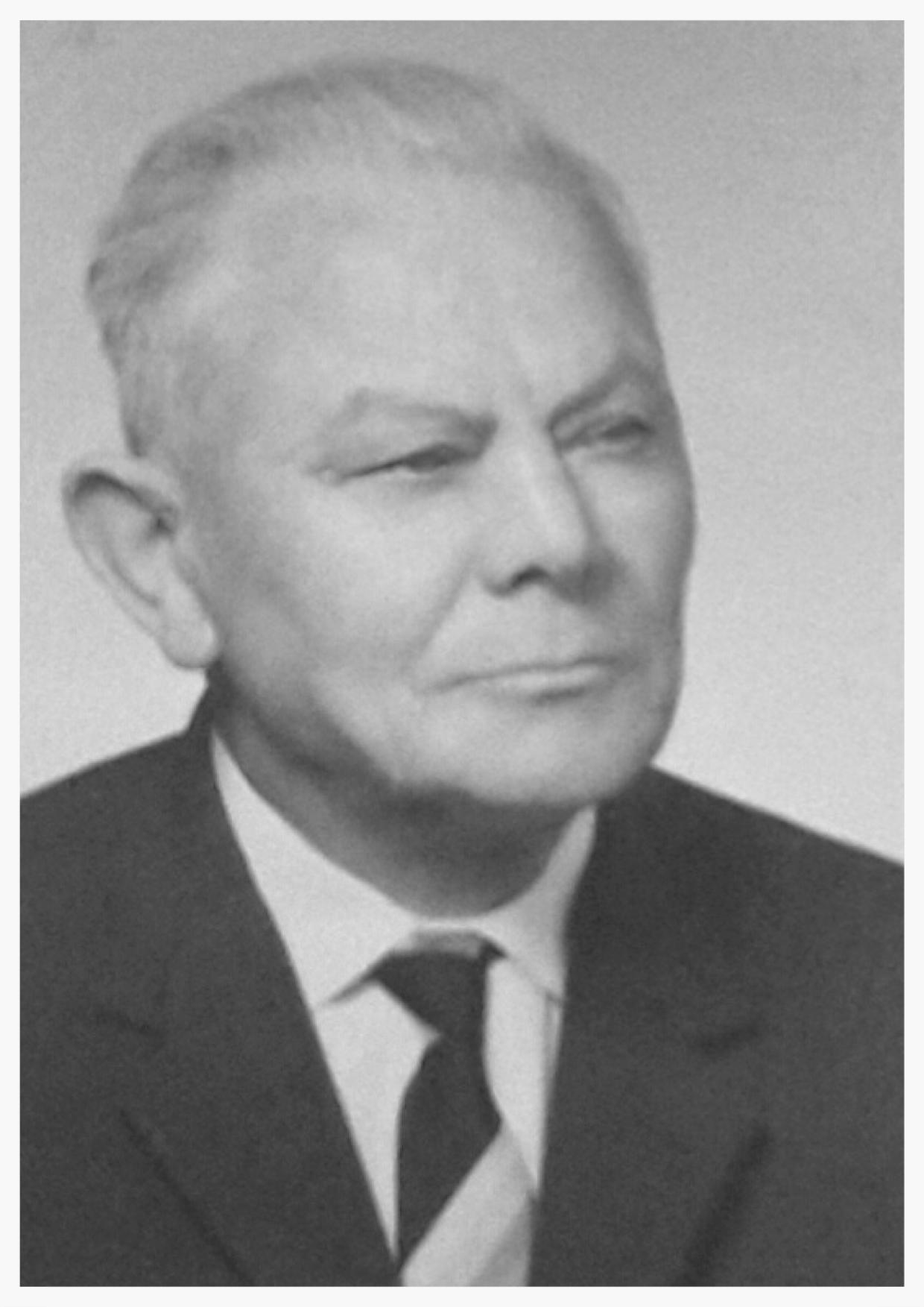 Ernst Henzler, *1895