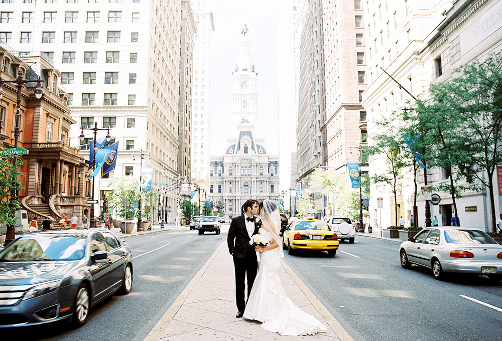philly wedding portrait in front of the city skyline