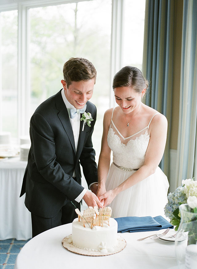 Cake cutting with custom cake toppers of UR spiders - Sarah Der Photography