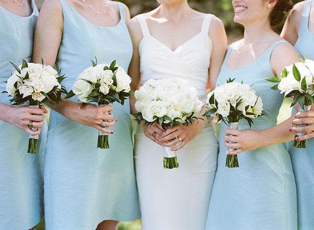 MIT Endicott wedding portraits in outdoor lawn - Sarah Der Photography