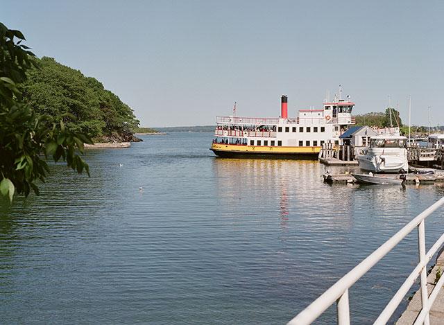 portland ferry to great diamond island for wedding preparation - Sarah Der Photography