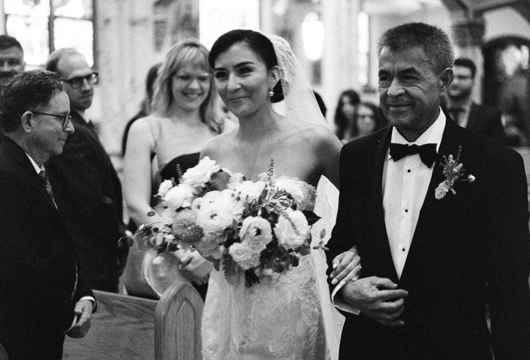 Bride walks down the aisle - Sarah Der Photography