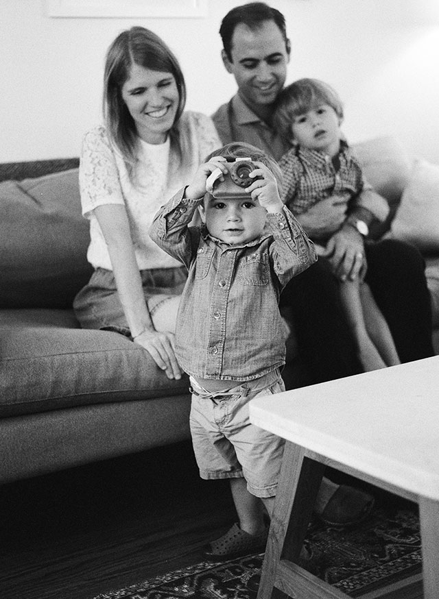 Black and white indoor family photography by Sarah Der Photography