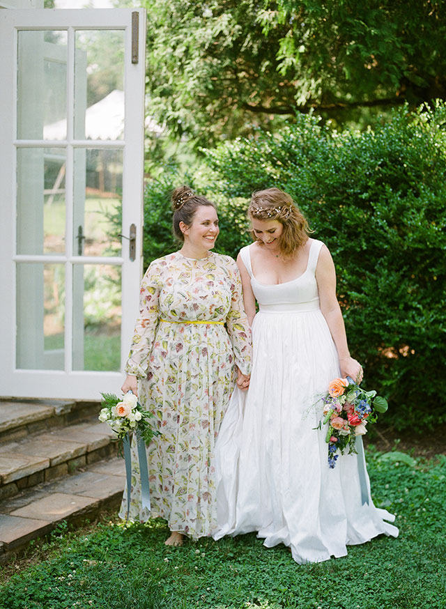 Bride and sister laugh - Sarah Der Photography