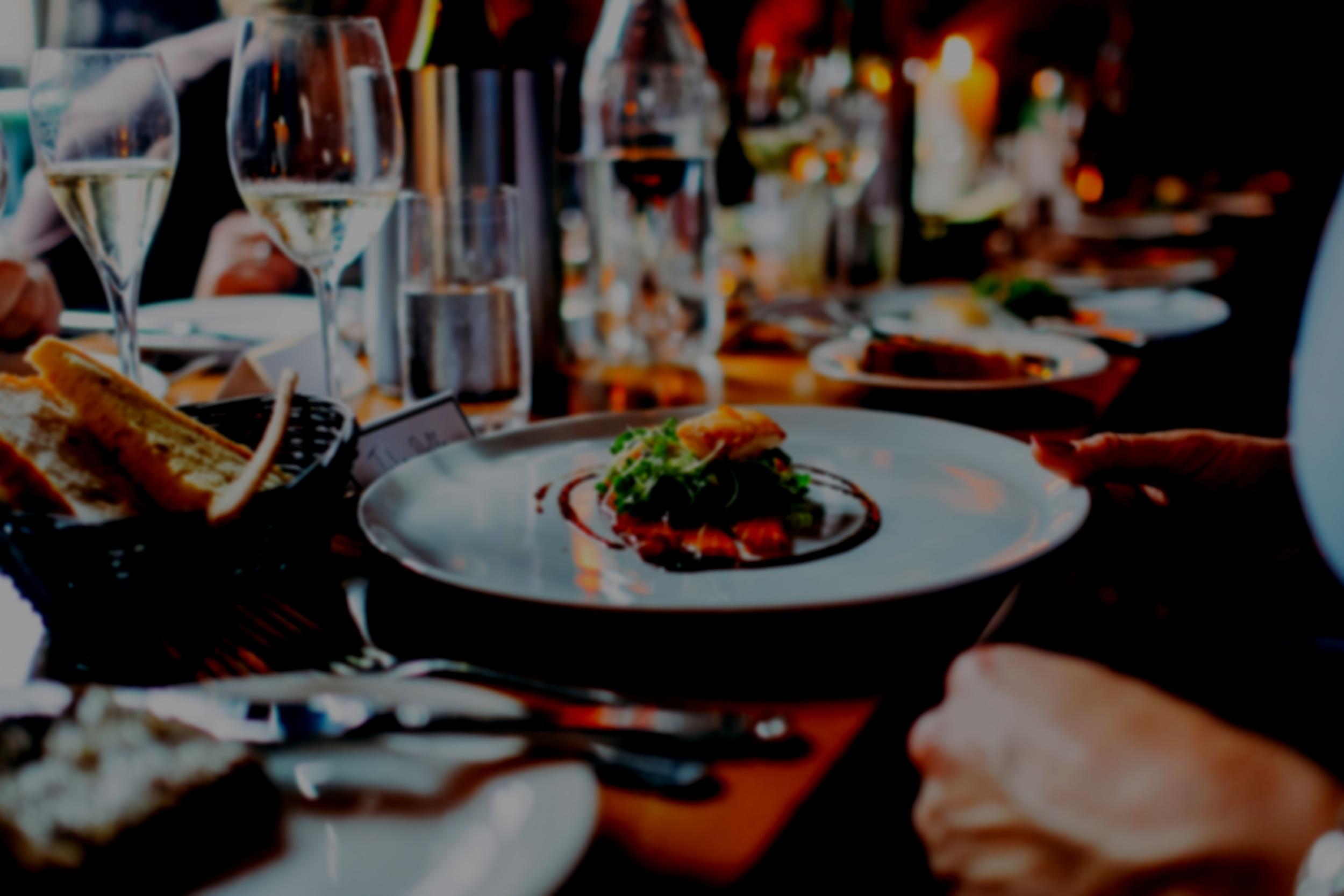Feiern im Meschugge - Das Meschugge bietet viele Möglichkeiten für Feiern, von kleinen Geburtstagsgesellschaften, Familientreffen, Stammtischen bis hin zu exklusiven Firmenveranstaltungen und Hochzeiten.Schicken Sie uns einfach eine Anfrage per E-Mail.