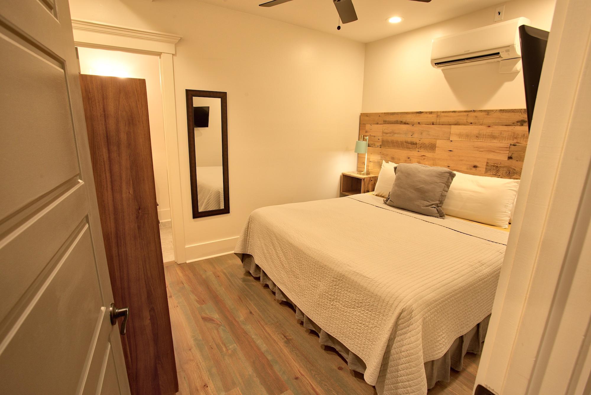 Suite on King Street Charleston SC Vacation Rental The Drayton Suite3.jpeg