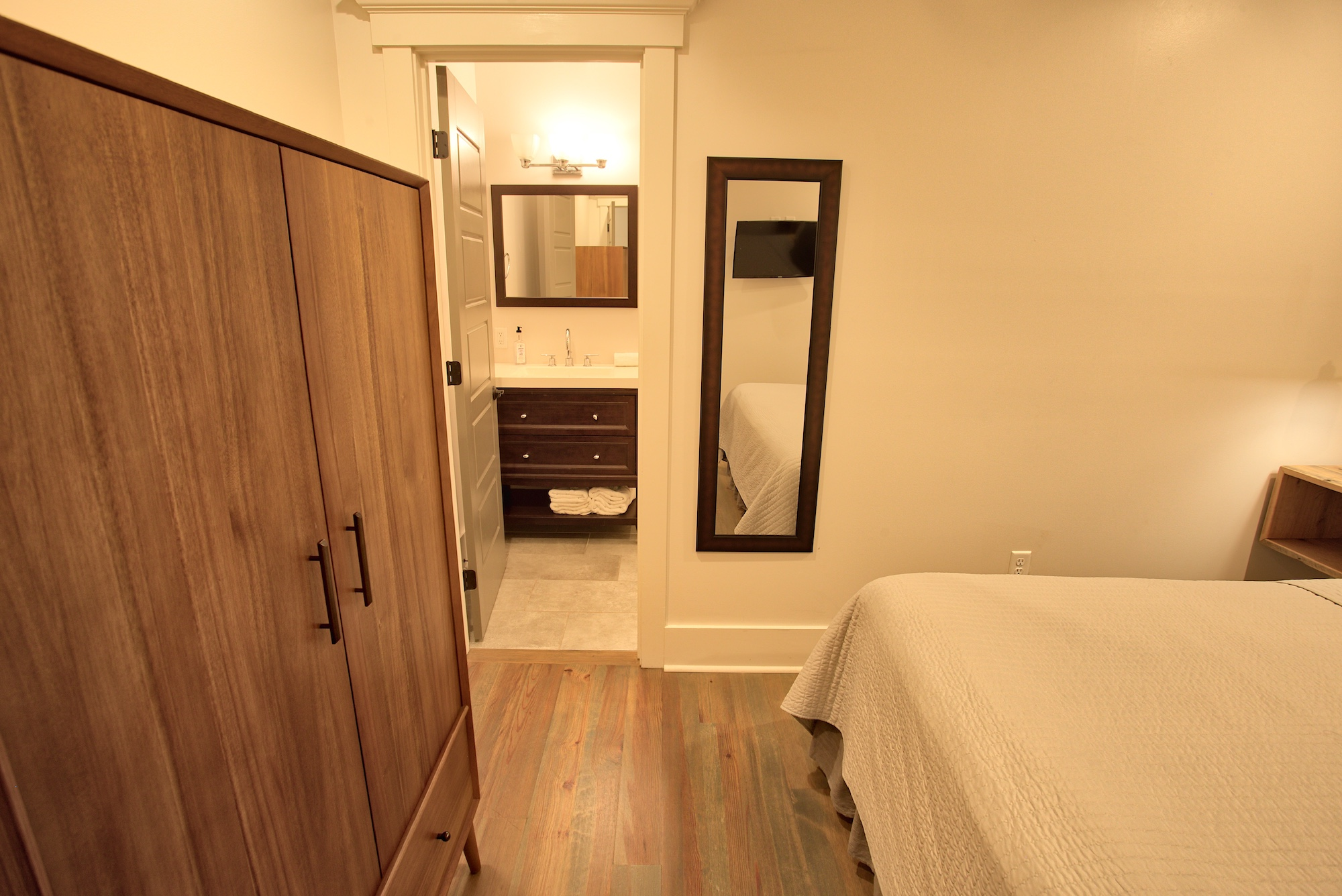 Suite on King Street Charleston SC Vacation Rental The Drayton Suite4.jpeg