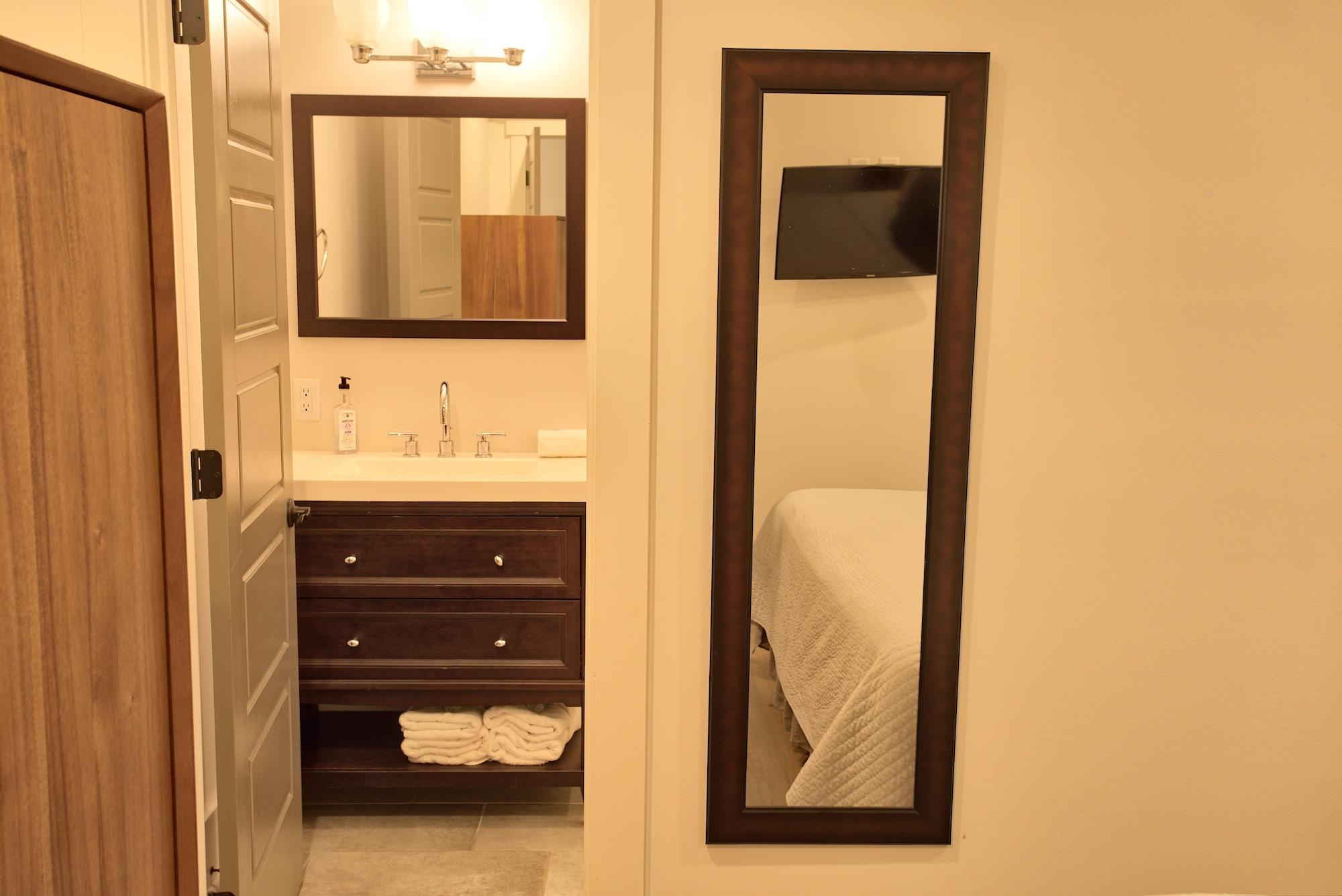 Suite on King Street Charleston SC Vacation Rental The Drayton Suite5.jpeg