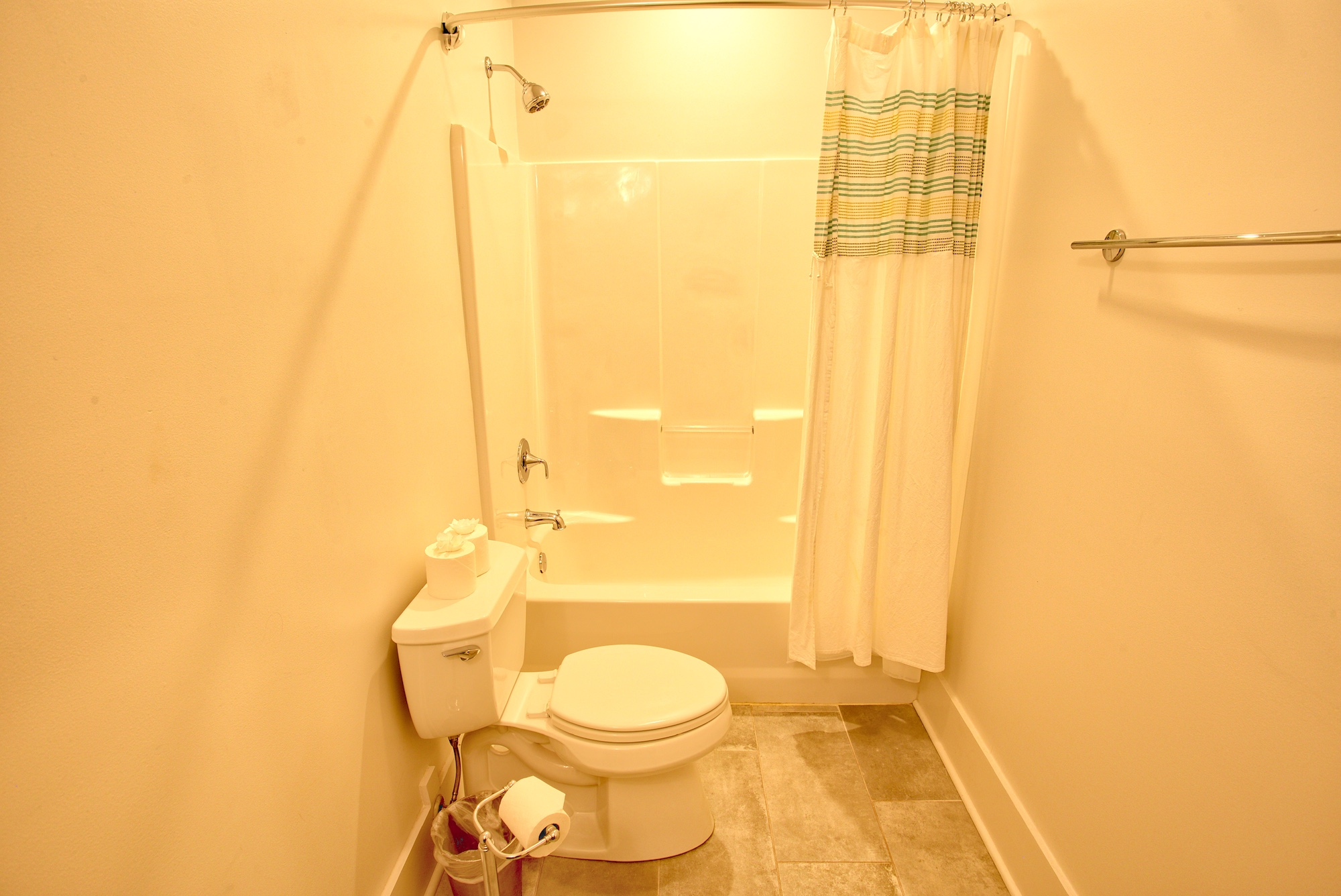 Suite on King Street Charleston SC Vacation Rental The Drayton Suite10.jpeg