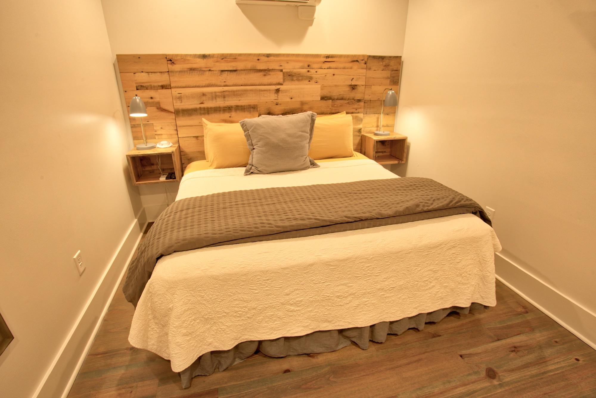 Suite on King Street Charleston SC Vacation Rental The Drayton Suite13.jpeg