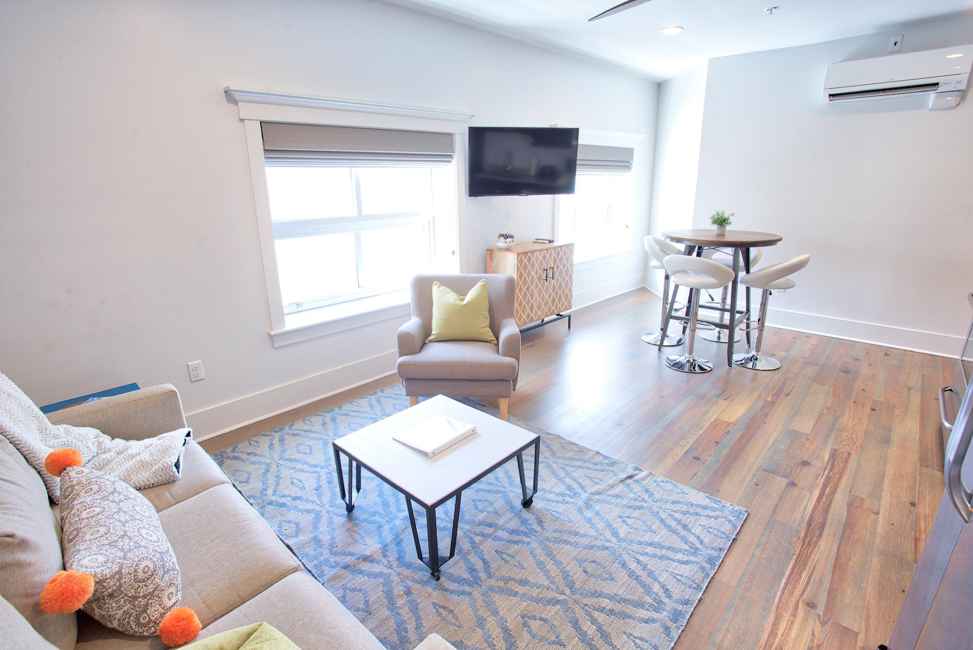 Suite on King Street Charleston SC Vacation Rental The Drayton Suite15.jpeg