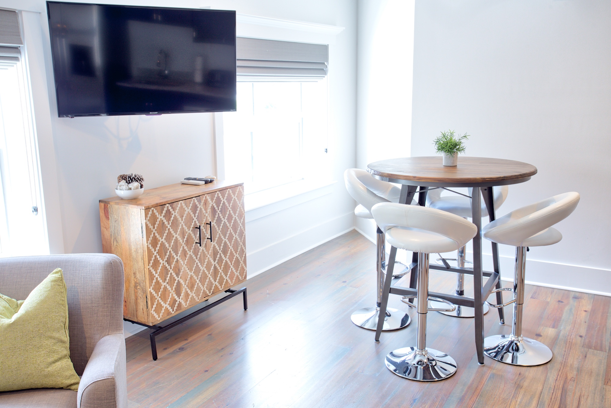 Suite on King Street Charleston SC Vacation Rental The Drayton Suite18.jpeg