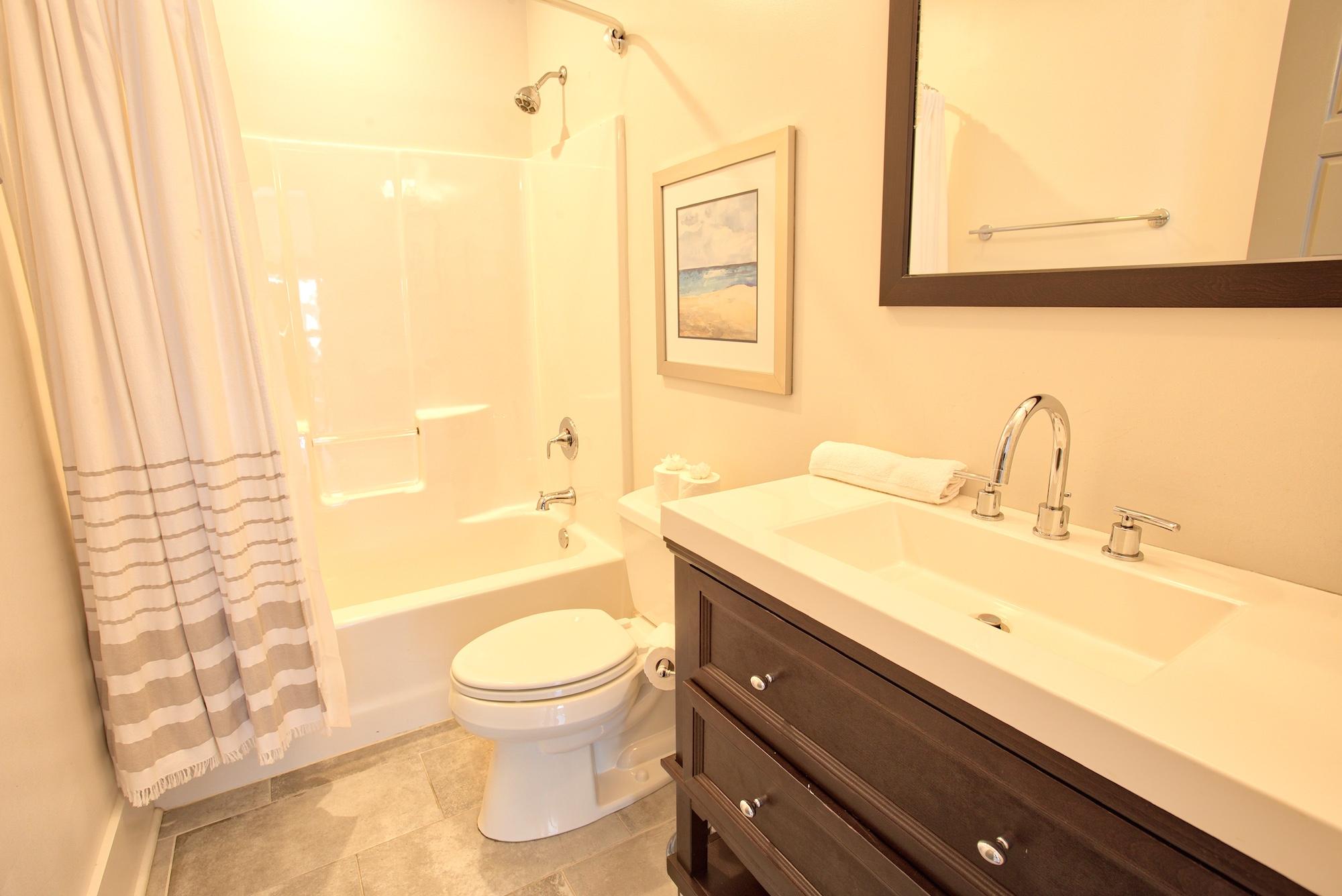 Suite on King Street Charleston SC Vacation Rental The Drayton Suite23.jpeg