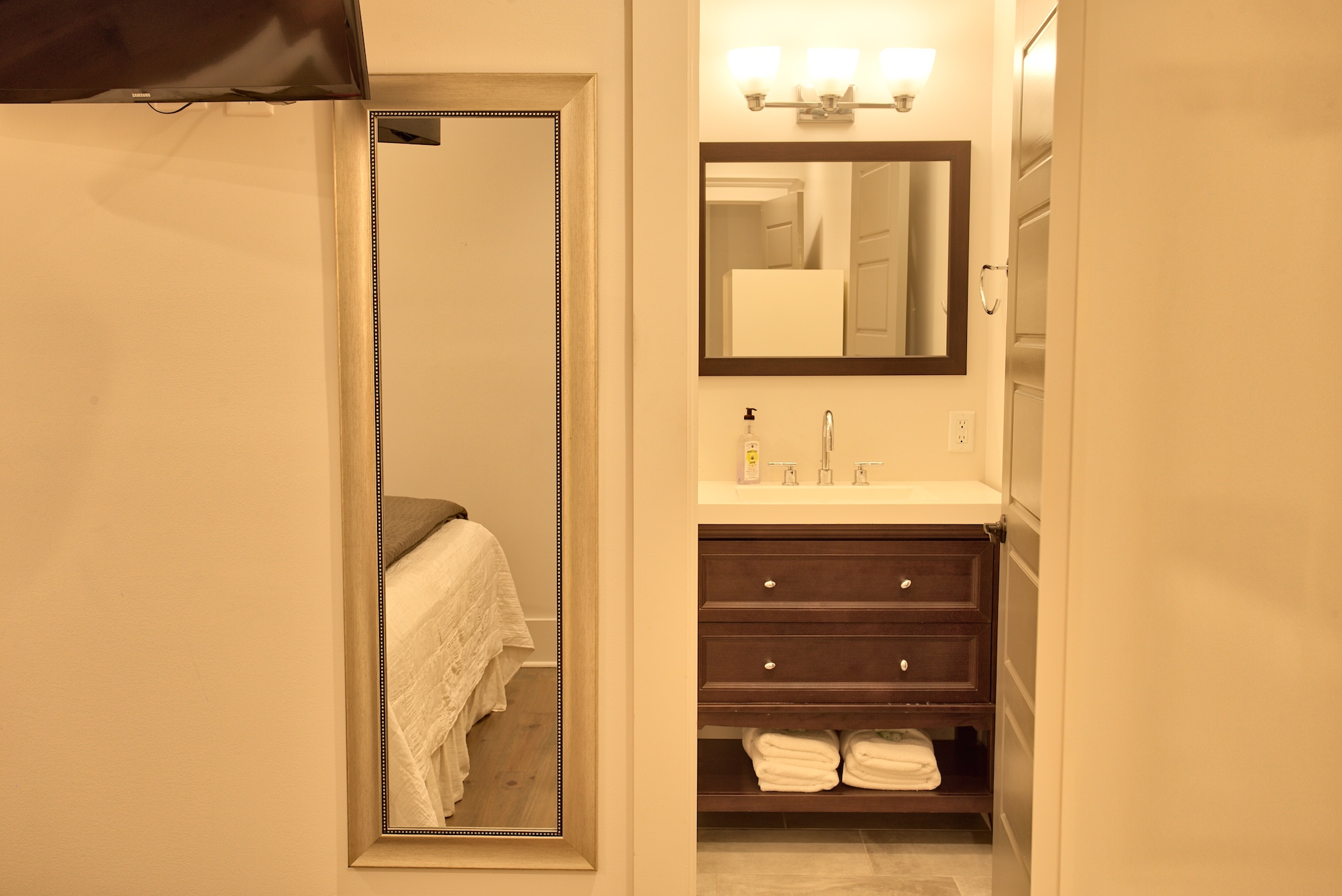 Suite on King Street Charleston SC Vacation Rental The Folly Suite8.jpeg