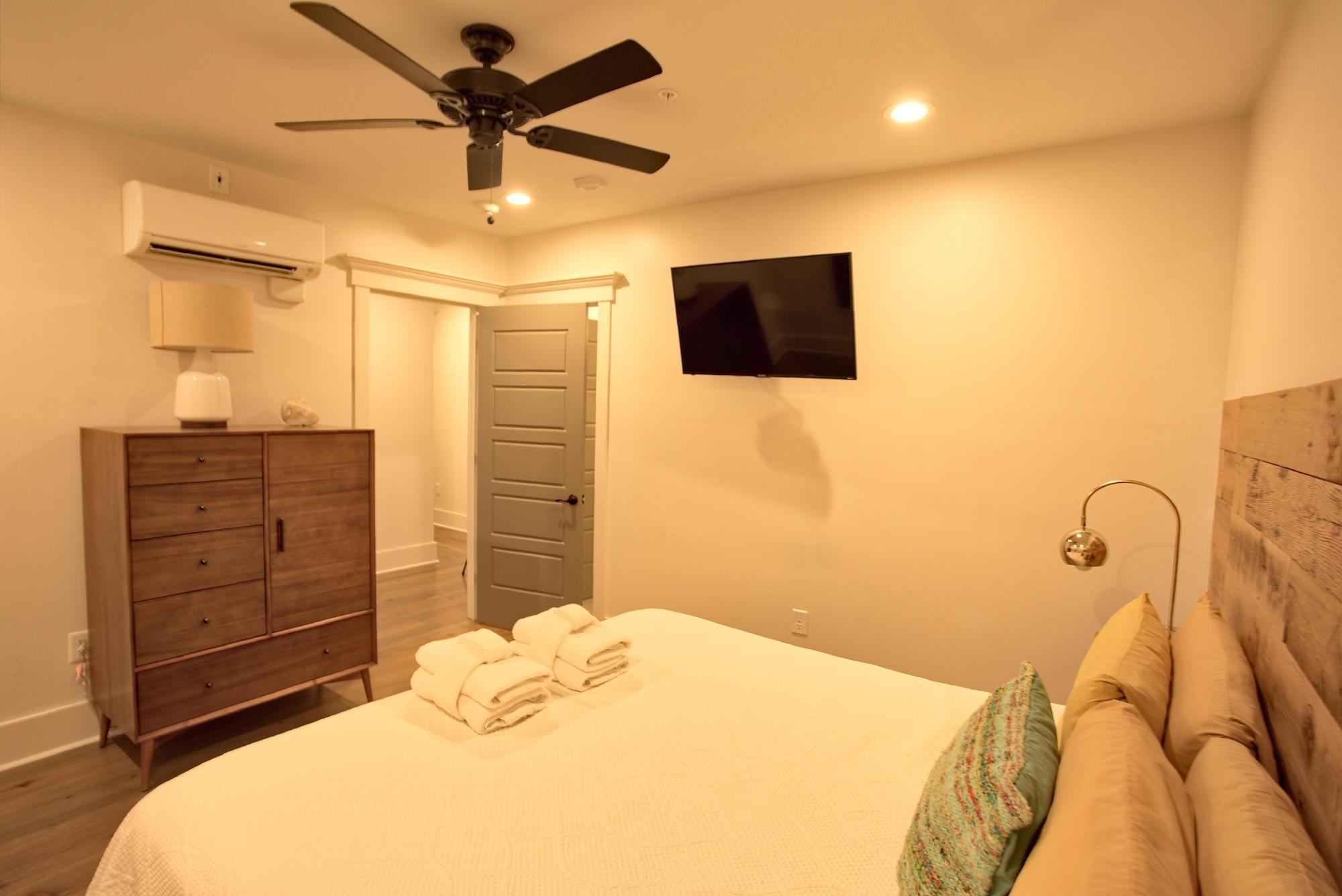 Suite on King Street Charleston SC Vacation Rental The Gullah Suite28.jpeg