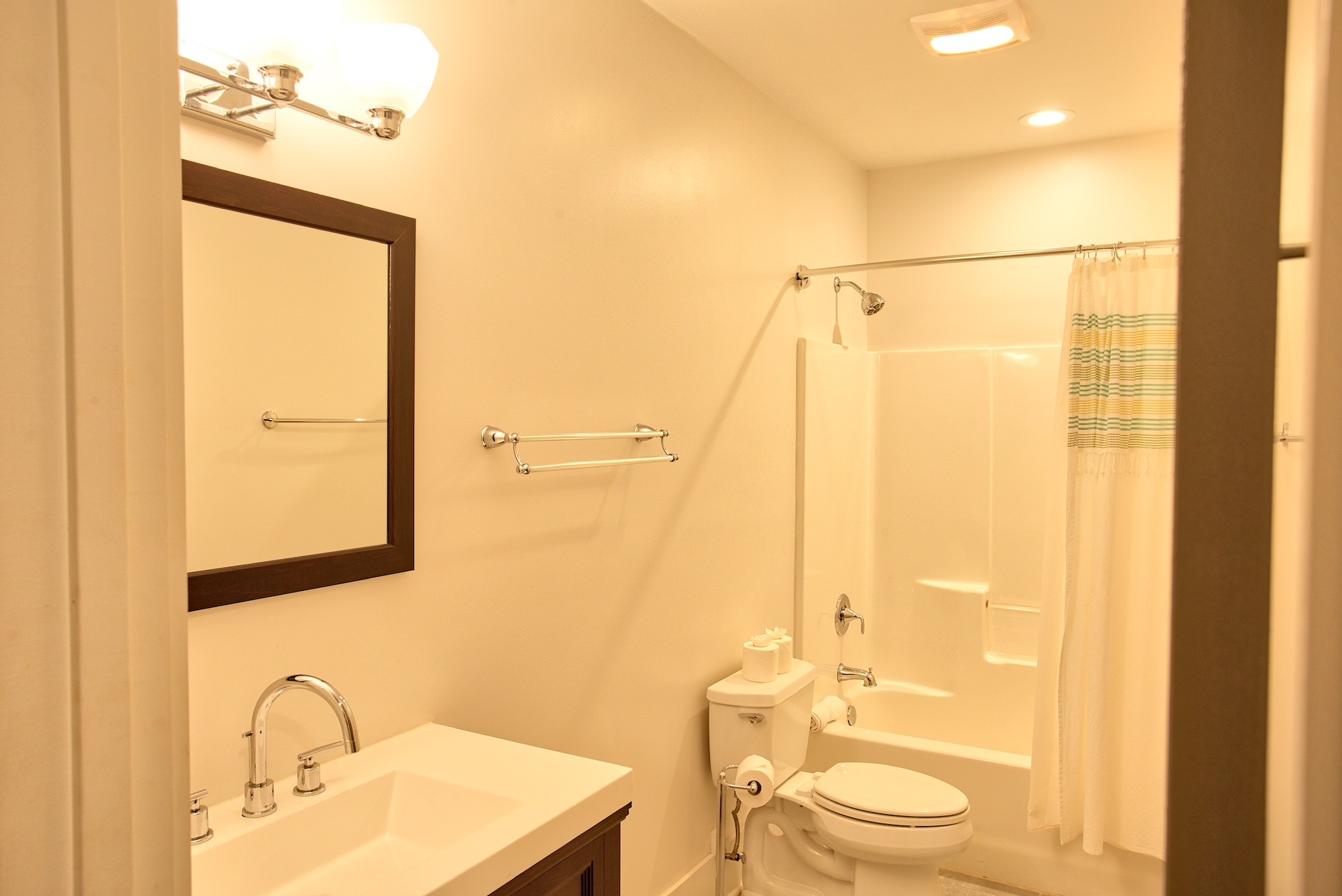 Suite on King Street Charleston SC Vacation Rental The Hampton Suite20.jpeg