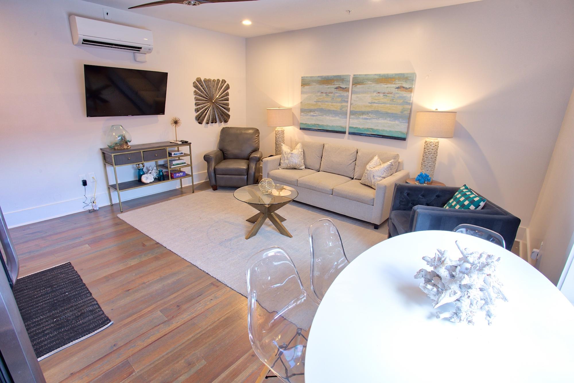 Suite on King Street Charleston SC Vacation Rental The Hampton Suite26.jpeg