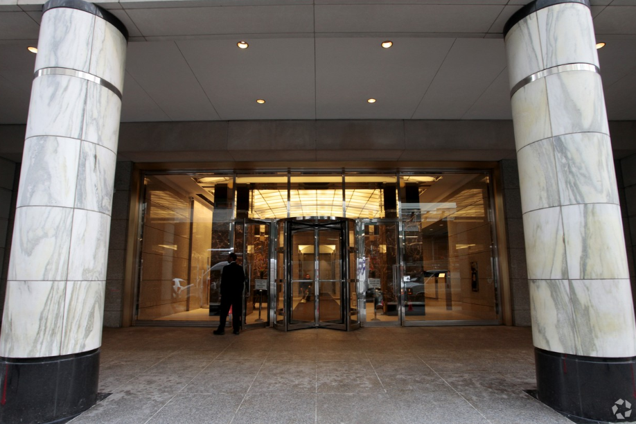 712 Fifth Avenue Entrance.PNG
