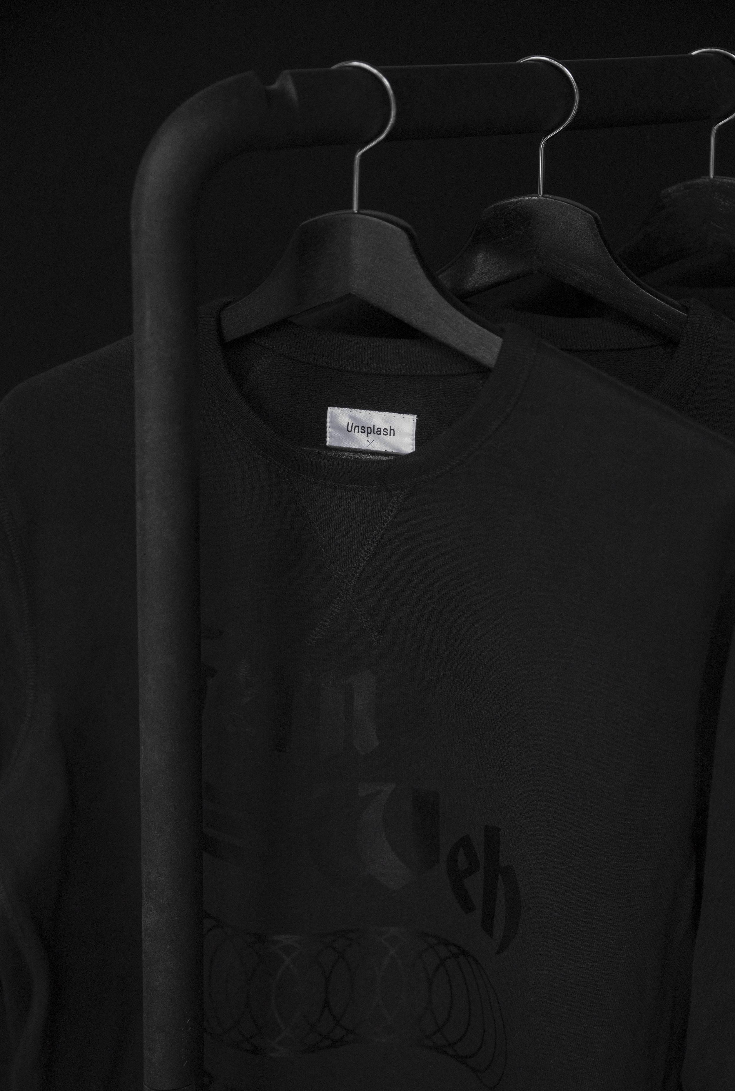 sweater_black.jpg