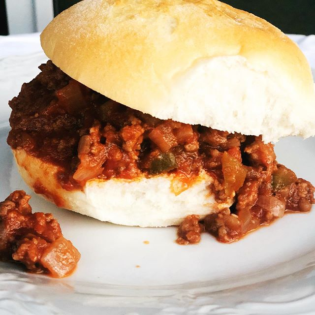 Throwback Tuesday! One of my summer favorites, sloppy joes! I don't think I've had them since I was a kid & made them last night & they were delicious!  @udisglutenfree hamburger buns 🍔 . . . . . #sloppyjoes #glutenfreerecipes #summermeals #throwbacktuesday #glutenfree #whatsbreadgottodowithit