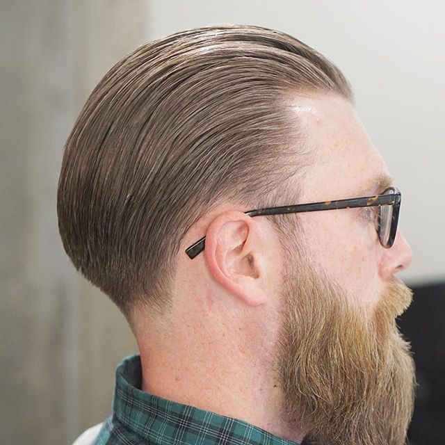 . Barber: Zach Bogle @zsbogle . Style: Tapered Slick Back . . . . Appointment only at www.paramountbarberingco.com . . . #nbahaircuts #nbastyles #iowabarber #barber  #barbershop #barberlife  #btcpics #behindthechair #taper #taperit #eastvillage #desmoines #iowa #barbershopconnect #hanzoshears #hanzonation #thebarberpost #desmoinesbarber #desmoinesbarbershop  #desmoineshair #thebarberpost #sharpfade