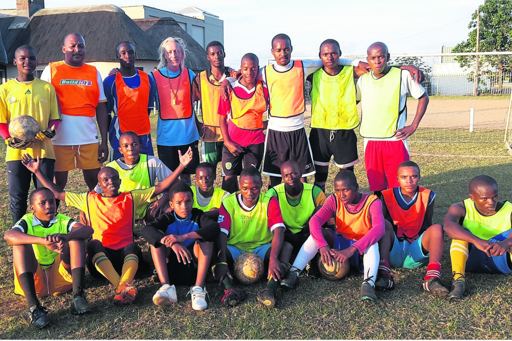 Photo: The team (back, from left) Fana Ndimande, Chief Bongani, Mazwi Ngcobo, Brendan Moran (coach), Themba Ngcobo (captain), Spe Zondi, Stability Sifiso, Hlegi Bengu, Phila Buthelezi, and (front, from left) Ayanda Mthethwa, Qiniso Buthelez