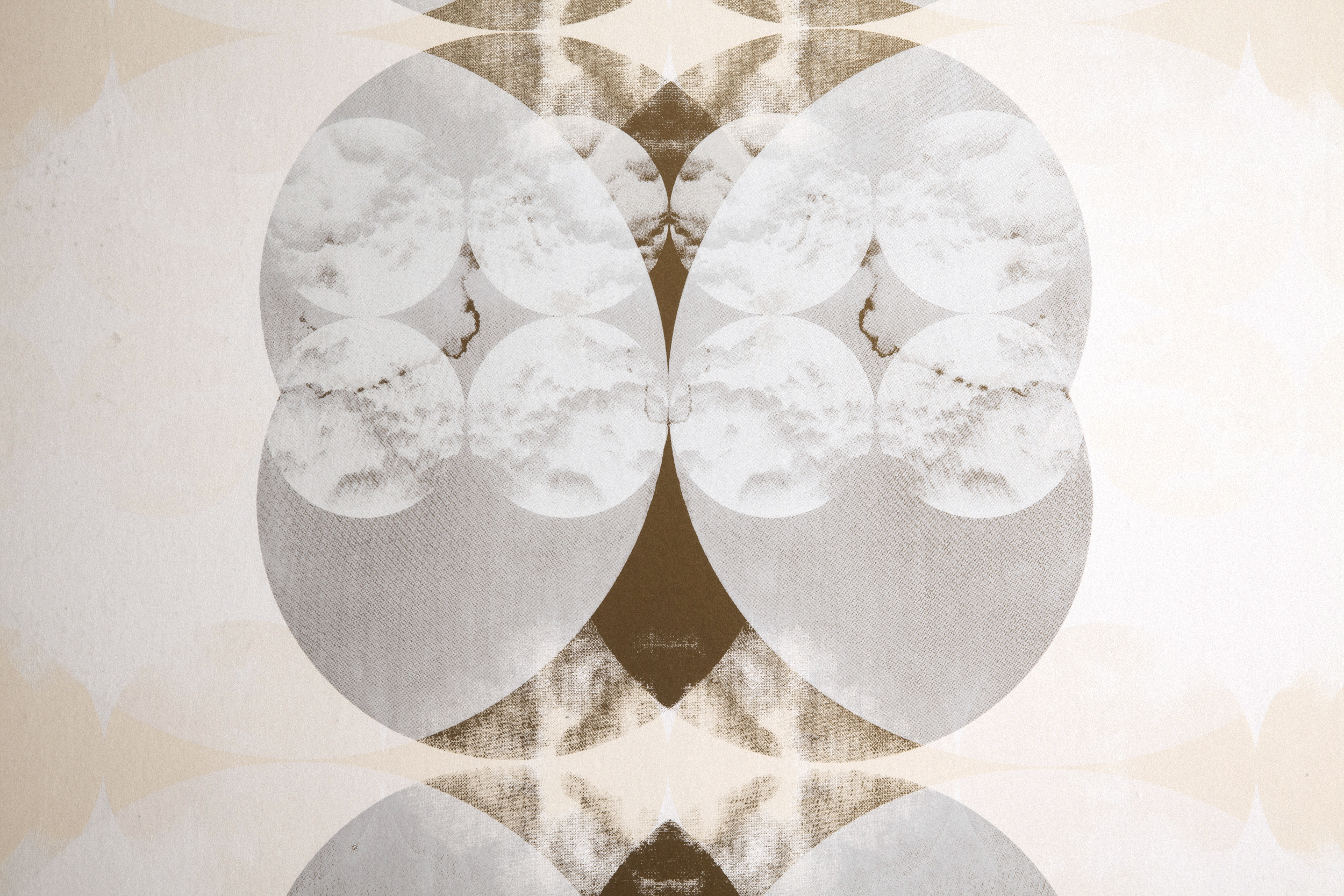 Nimbo in Mesospheric is a gold, cream, and white wallpaper.