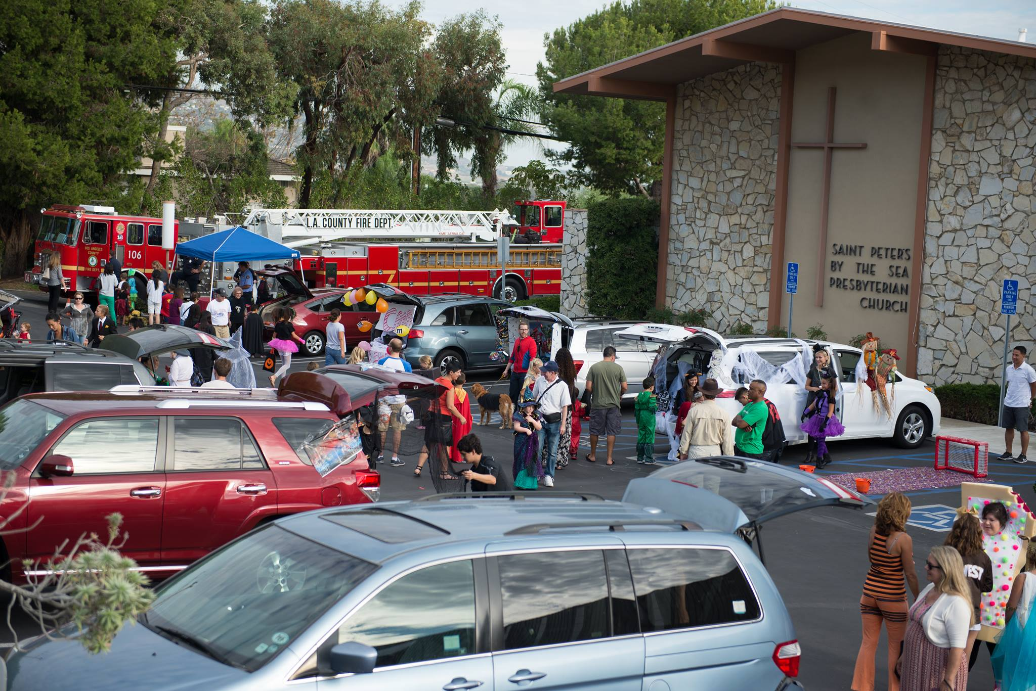 trunk or treat2015parkinglotshotwfire engine.jpg