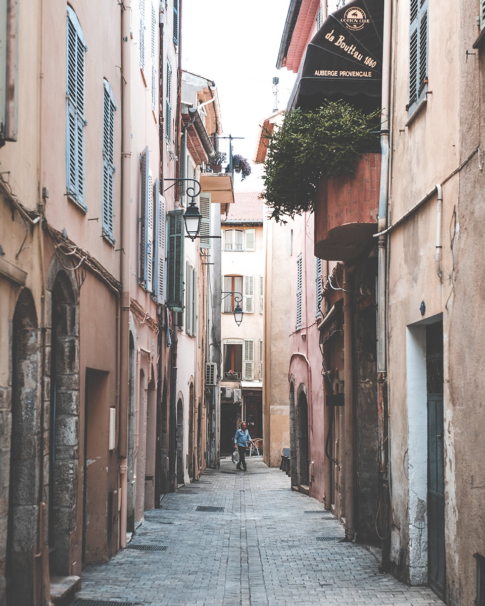 Cannes Old town.jpg