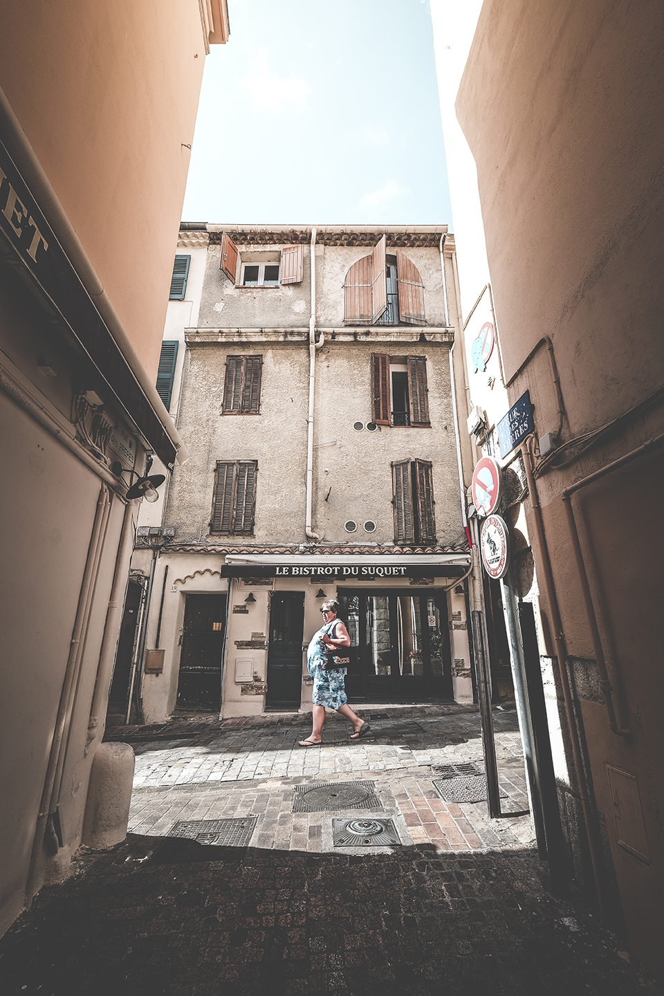 Cannes Old town strideby 1.jpg