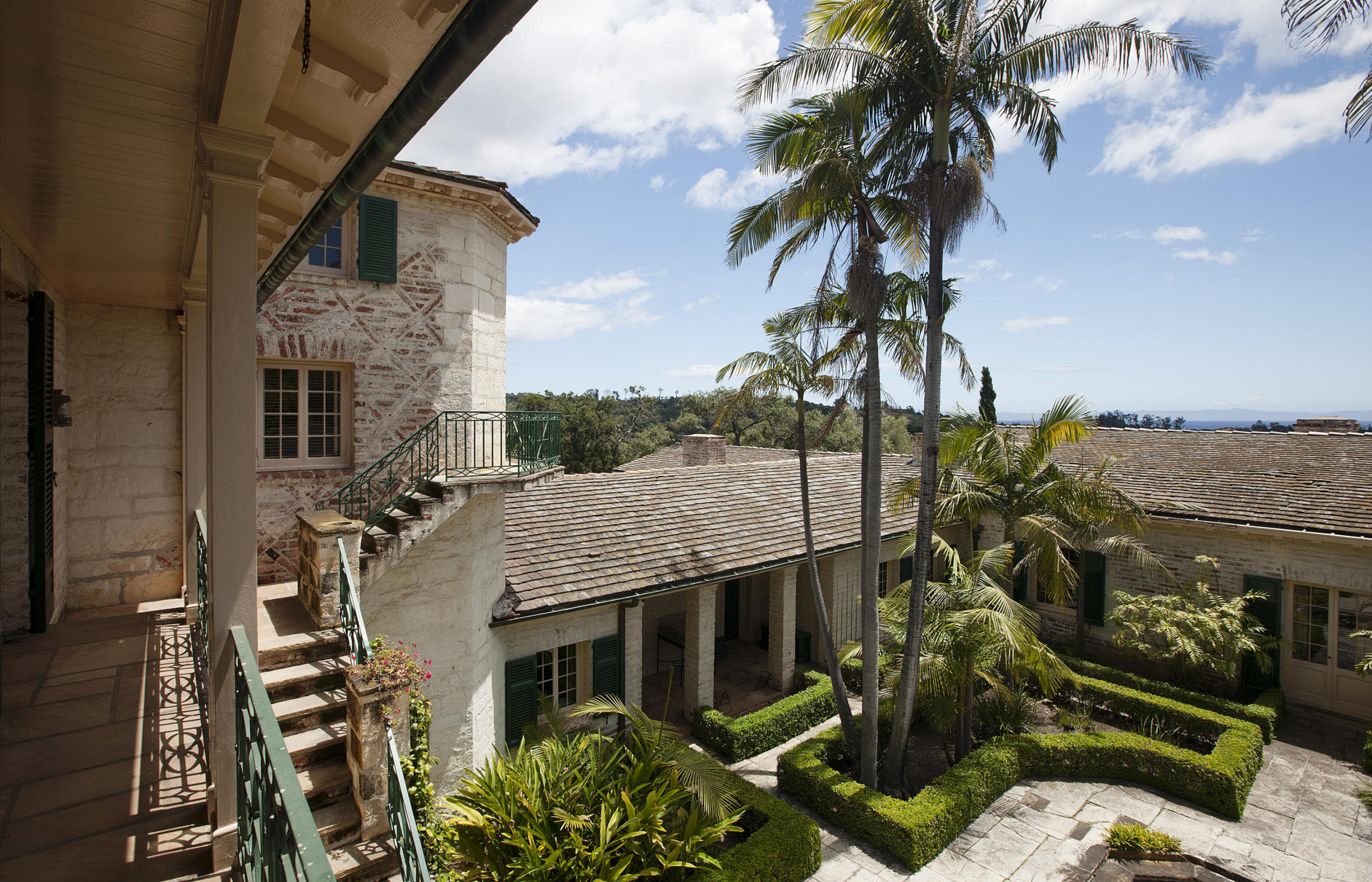 Source: www.SuzannePerkins.com Listed by Suzanne Perkins of Sotheby's International