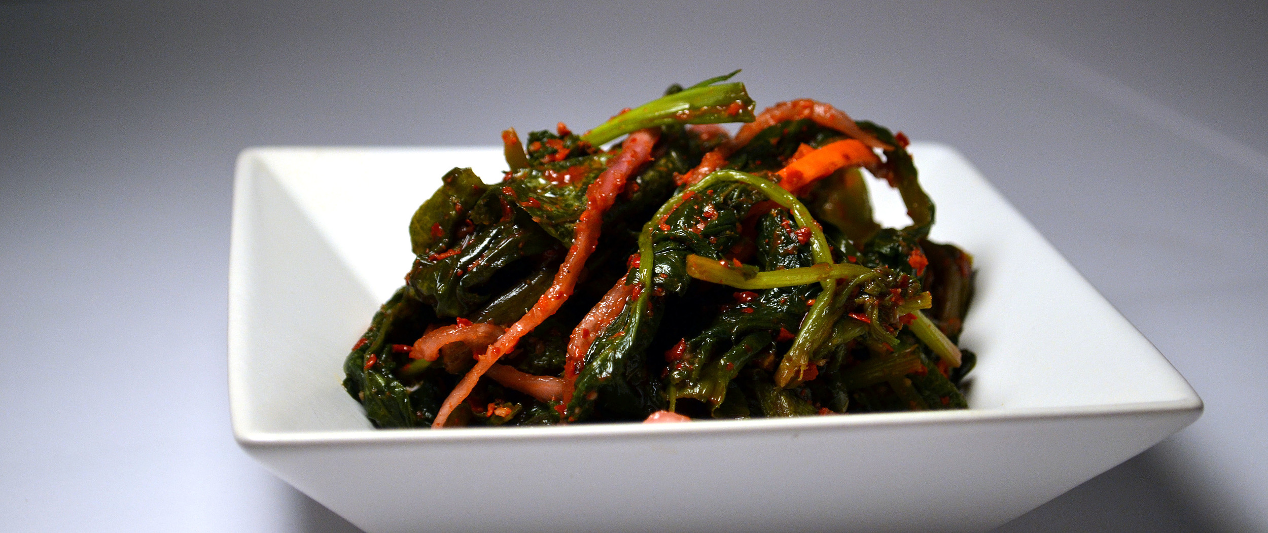 MUSTARD LEAF:The exotic taste of the Mustard Leaf and the spicy tangy fermentation process makes this Kimchi quite exquisite. It's hard to say no to the taste and the health benefits such as detoxification, cancer prevention, high in antioxidants.
