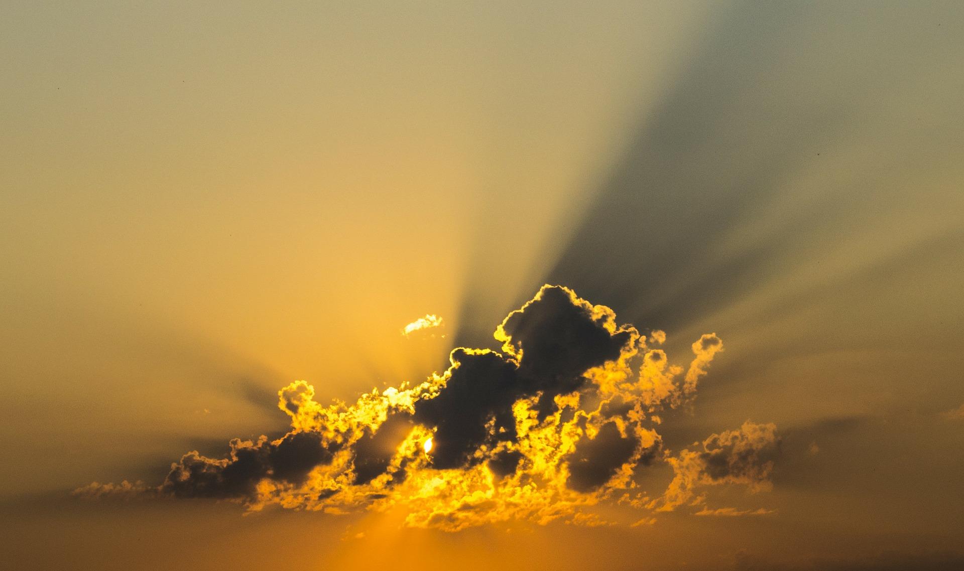 cloud-143152_1920.jpg