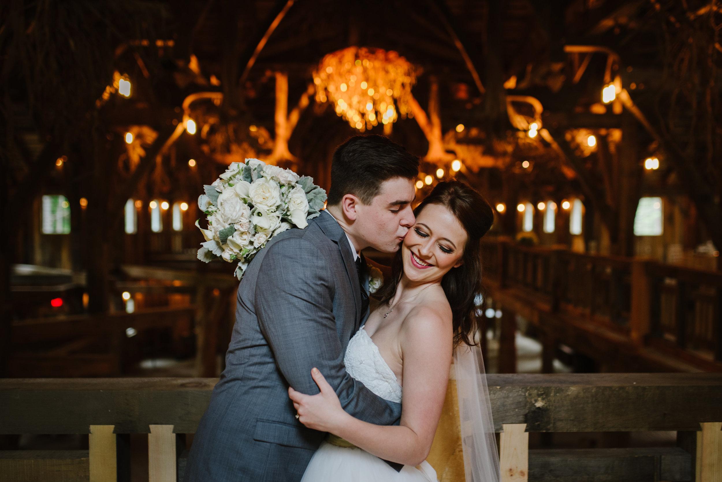 Wisconsin dells wedding planner - Tara draper photography
