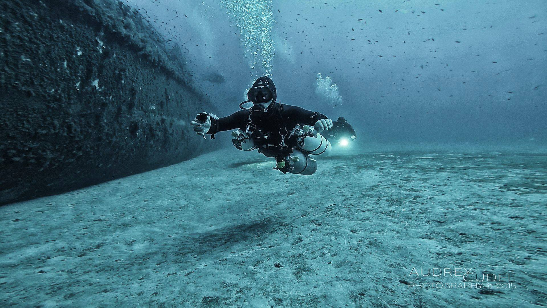 A Sidemount Diver exploring a Wreck