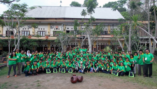Participants and facilitators of VEST 2 took group photo at Eden Hotel, Kaliurang, Yogyakarta