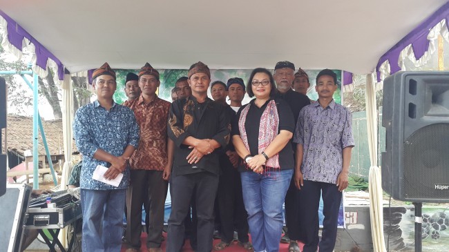 Mrs. Anie Hashim and the Village leaders of Arjasari