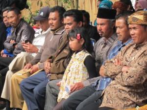 Sejumlah tokoh dan pejabat Desa Cibodas terlihat hadir dalam acara peresmian Apotek dan PKM Wadah