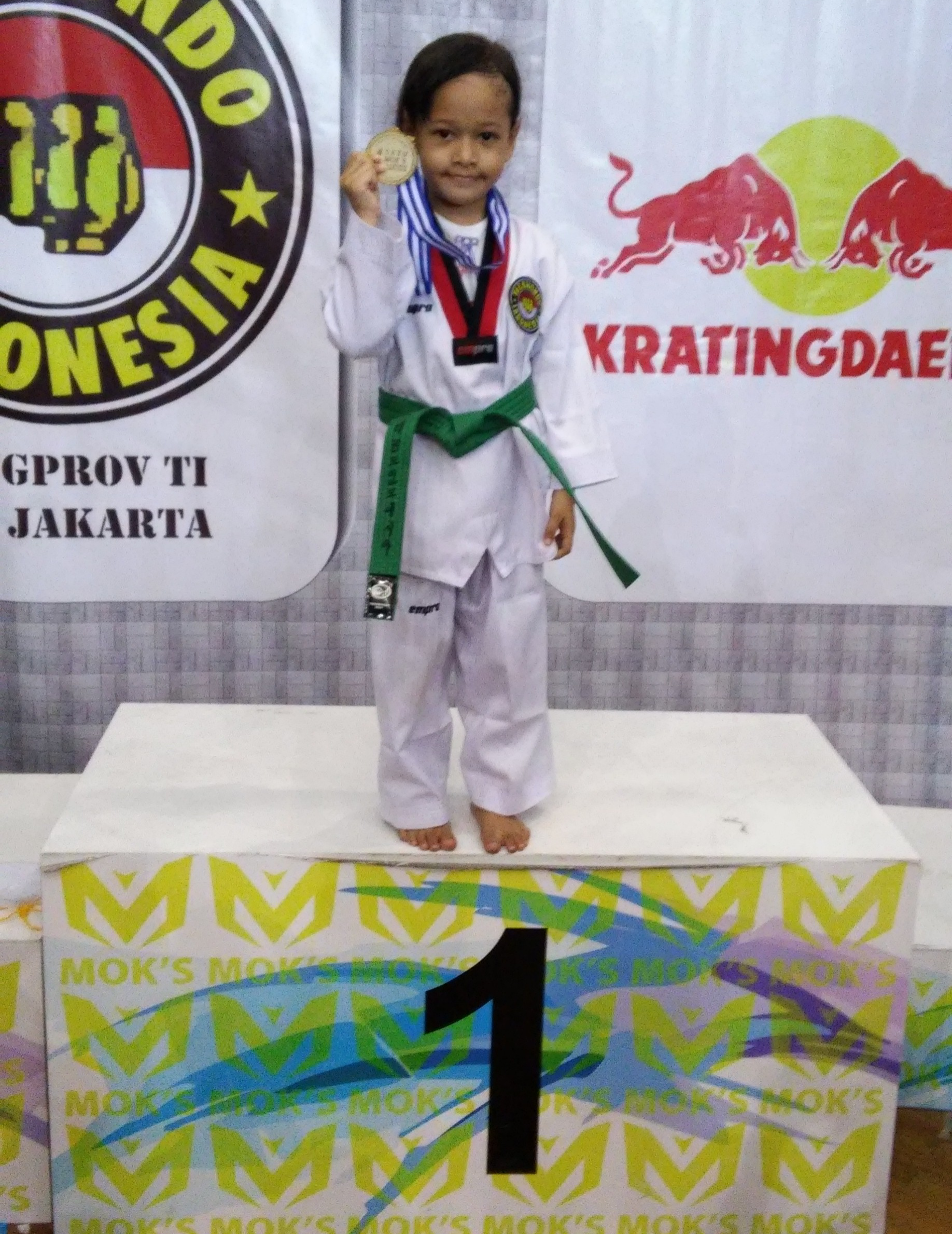 Keiko Alisya Wibiputri wins first place for the Kyorugi Category (4-6 age group)