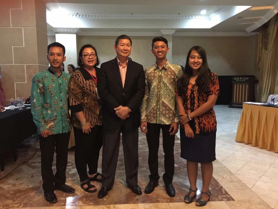 Galina Fendi Viaris C, Noven R Nataniel and Devina Widiningsih with Mr. Hashim Djojohadikusumo and Mrs. Anie Djojohadikusumo.