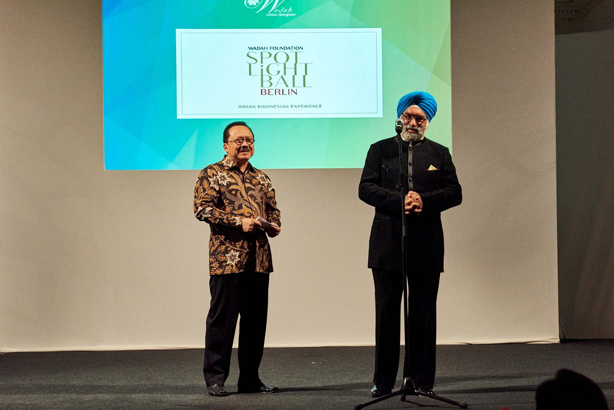 Ambassador of Indonesia H.E. Fauzi Bowo and Ambassador of India H.E. Gurjit Singh welcoming the audience to the SpotLight Ball Berlin.