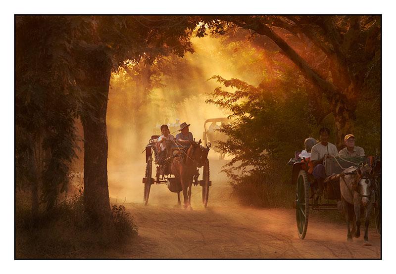 Mike-on-the-way-to-Pyathada-Paya-web.jpg
