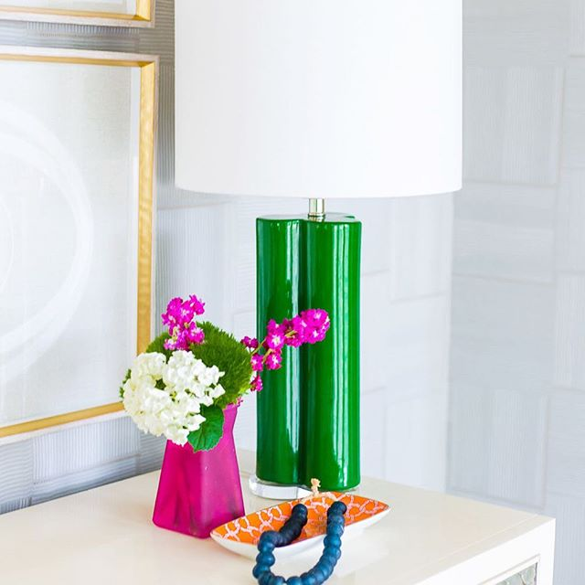 Another look at our clover lamp in @pencilshavings gorgeous #oneroomchallenge because it's too good not to! Anyone else a huge fan of fuchsia & emerald? 💚